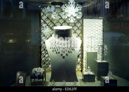 Jewellry in the shop window of Graff jewellers at Christmas time in Old Bond Street, London UK  KATHY DEWITT - Stock Photo