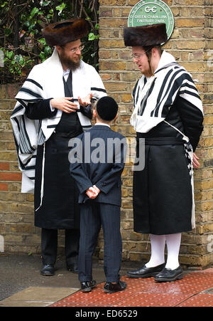 The large ultra-orthodox Jewish community in Stamford Hill belong to a significant number of different, mainly Hasidic, - Stock Photo
