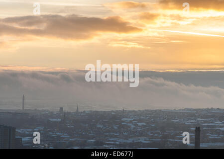 Halifax, West Yorkshire, United Kingdom. 29th December 2014. As temperatures stay around freezing point but are - Stock Photo