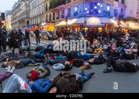 Paris, France, Act Up-Paris AIDS Activists, 'December 1','World AIDS Day' Demonstration, 'Flash Mob' Die-in on Street - Stock Photo