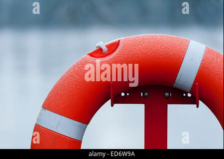 Lifebelt by frozen lake in Petersfield, Hampshire - Stock Photo