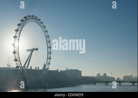 London, UK. 30th December, 2014. Frosty day in the capital city. Credit:  Malcolm Park editorial/Alamy Live News - Stock Photo