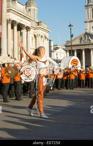 Trafalgar Square, London, UK.  30th December 2014.  The University of Texas Longhorn Alumni Band performed for crowds - Stock Photo