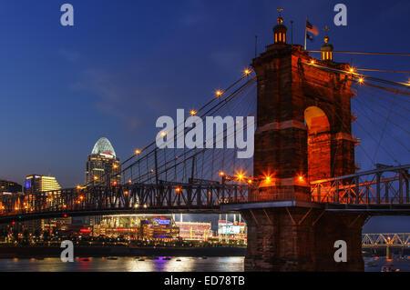 John A. Roebling Suspension Bridge with Cincinnati, Ohio, in the background. The Bridge spans the Ohio River to - Stock Photo
