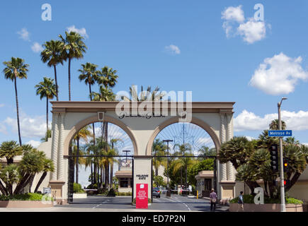 Hollywood, Los Angeles, California, United States of America.  The Melrose Gate entrance to Paramount Pictures' - Stock Photo