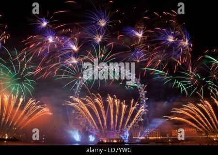 London, UK. 1st January, 2015. London welcomed in 2015 with a large fireworks display. London's NYE 2014 fireworks - Stock Photo