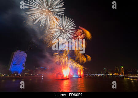 Central London, UK. 1st January, 2015. NYE 2014 firework display, presented by the Mayor of London, centred around - Stock Photo