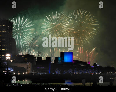 London, UK. 1st January 2015. Firework display explodes over London Eye and South Bank complex to welcome in 2015. - Stock Photo
