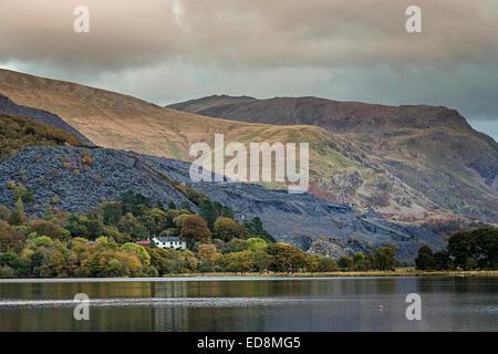 Llyn Padarn and waste slate tips, Llanberis, Gwynedd, North Wales, UK - Stock Photo