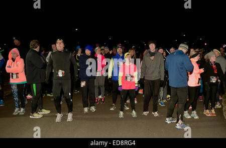 East Meadow, New York, USA. December 31, 2014. Runners wait until the stroke of twelve midnight at the Start Line - Stock Photo
