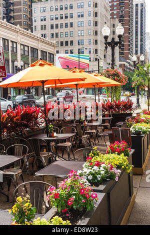 Chicago Illinois Gold Coast Historic District Eduardo's Enoteca restaurant neighborhood wine bar sidewalk cafe. - Stock Photo