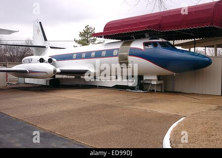 File. 2nd Jan, 2014. Two private planes owned by Elvis Presley - the Lisa Marie and Hound Dog II - are going up - Stock Photo
