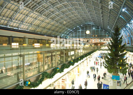 A Eurostar train on the upper concourse of St Pancras train station overlooking lower level Departures area, London, - Stock Photo