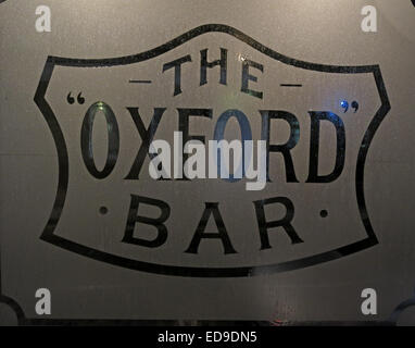 Window of The Oxford Bar, Young St, New Town, Edinburgh, Scotland, UK - Featured in Ian Rankin's Inspector Rebus - Stock Photo