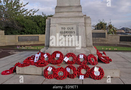 Remembrance day & Poppies Warrington Cenotaph Nov 2014, Bridgefoot, Wilderspool Causeway, Cheshire, England, UK - Stock Photo