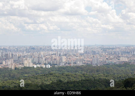 Sao Paulo, Brazil. 2nd January, 2015. Partly cloudy skies and maximum temperature exceed 30 degrees Celsius during this afternoon in Sao Paulo city. Cityscape viewed from Cantareira State Park (Portuguese: Parque Estadual da Cantareira) in Sao Paulo. Credit:  Andre M. Chang/ARDUOPRESS/Alamy Live News Stock Photo