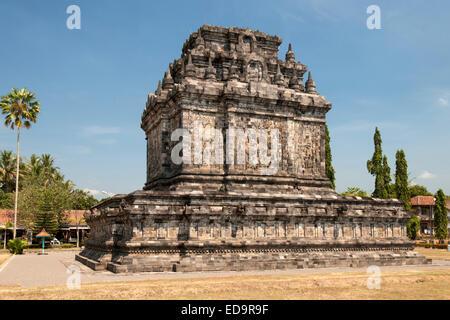 Candi Mendut, a 9th-century Buddhist temple linked to Borobodur in Magelang, near Yogyakarta in central Java, Indonesia. - Stock Photo