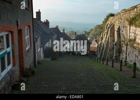 Gold Hill, Shaftesbury, view from the top. Old cobbled steep hill in Dorset. - Stock Photo