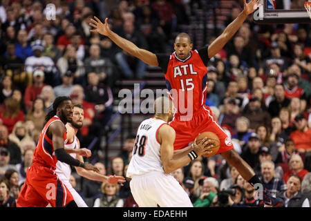 Jan. 3, 2015 - AL HORFORD (15) jumps up to defend against NICOLAS BATUM (88). The Portland Trail Blazers play the - Stock Photo