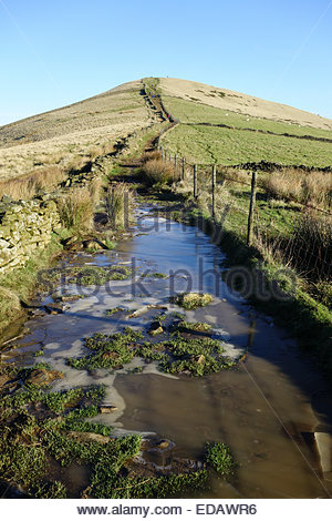 Edale, Derbyshire, UK. 4th Jan 2015.  UK Weather: After a hard frost, clear blue skies and bright winter sunshine - Stock Photo