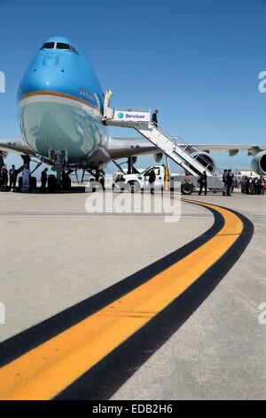US President Barack Obama walks off Air Force One on arrival at Los Angeles International Airport July 23, 2014 - Stock Photo