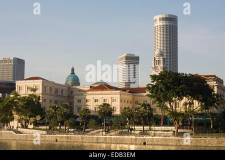 Singapore City,Singapore River with the Asian Civilisation Museum in the evening sun - Stock Photo