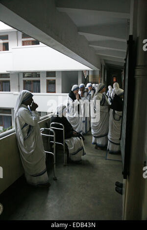 Sisters of The Missionaries of Charity of Mother Teresa at Mass in the Mother House, Kolkata, India - Stock Photo