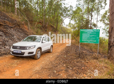 SWAZILAND, AFRICA - Car and sign on dirt road at entrance to Phophonyane Falls Nature Reserve. - Stock Photo