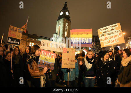 Participants carry placards which read 'Thankful for diversity' (2nd R) and 'Bunt statt braun' (C) (lit. Colourful - Stock Photo