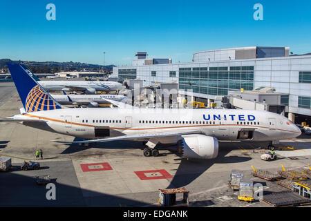 United Airlines Boeing 787-800 Dreamliner at San Francisco international airport, San Francisco, California, USA - Stock Photo