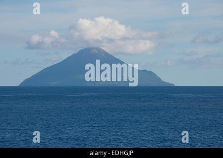 Melanesia, Solomon Islands, Santa Cruz Islands. Tinakula volcano (active), located at the NW end of the Santa Cruz - Stock Photo