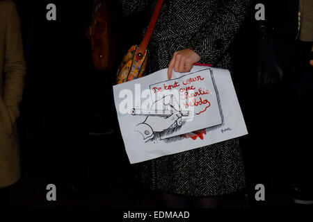 London, UK. 7th January, 2015. People gathered in London to hold a vigil for the cartoonists and others killed in - Stock Photo