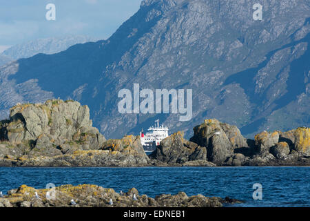 mv coruisk armadale mallaig calmac ferry & knoydart mountains - Stock Photo
