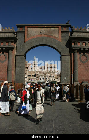 Crowds walk through the Bab al Yemen, at the entrance to the old town of Sanaa, Yemen - Stock Photo