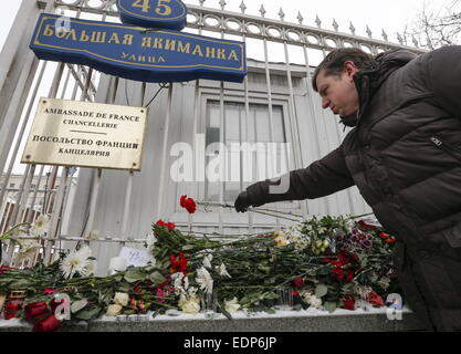 Moscow, Russia. 8th Jan, 2015. A man leaves flowers outside the embassy of France in Moscow for the victims of the - Stock Photo