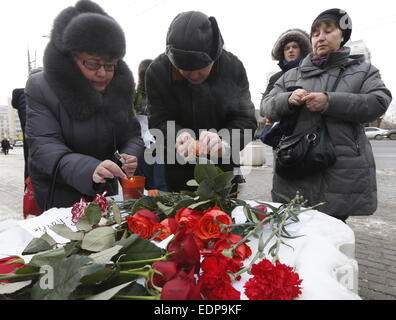 Moscow, Russia. 8th Jan, 2015. Russian women light candles outside the embassy of France in Moscow for the victims - Stock Photo