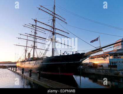 rrs discovery point dundee museum visitor centre dusk - Stock Photo