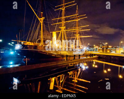rrs discovery point tay museum visitor centre at night - Stock Photo