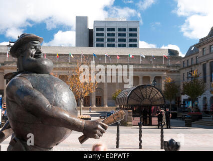 desperate dan dc thomson bronze statue dundee high street - Stock Photo