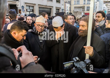 Paris, France. 8th Jan, 2015. Hassen Chalghoumi, imam of Drancy mosque (white hat) and Marek Halter (x-with the - Stock Photo