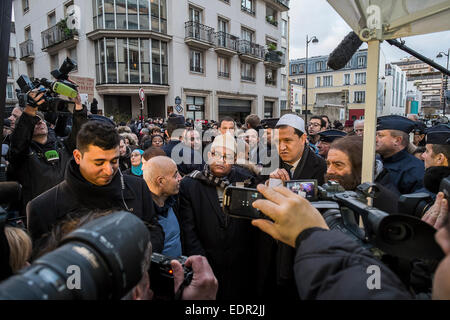 Paris, France. 8th Jan, 2015. Hassen Chalghoumi, imam of Drancy mosque (white hat) and Marek Halter, Jewish writer, - Stock Photo
