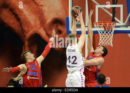 Moscow, Russia. 8th Jan, 2015. David Bertrans (C) of Spain's Laboral Kutxa Vitoria scores during the Basketball - Stock Photo
