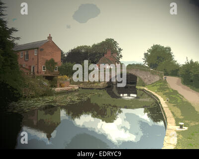 Approaching Sandiacre Lock on the, The lockside cottage beyond the old canal bridge - Stock Photo
