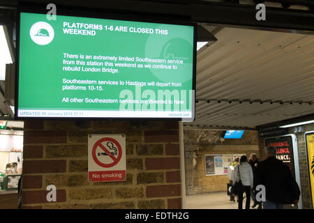 London, UK. 09 Jan 2015. A sign at London Bridge station warns passengers that there is a limited Southeastern rail - Stock Photo