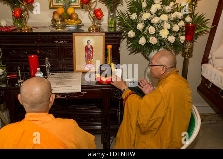 Buddhist monks, mourners, praying, Vietnamese funeral, memorial service, Little Saigon, city of Westminster, California - Stock Photo