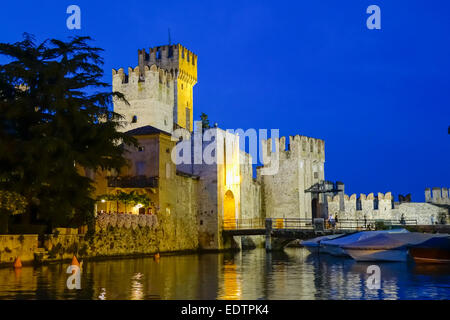Scaligerburg (Castello Scaligero) in Sirmione am Gardasee bei Nacht, Lombardei, Italien, Europa,Scaliger Castle - Stock Photo