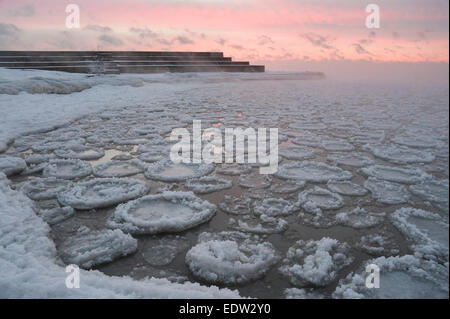 Chicago, USA, 8 January 2015.  The Windy City continues to endure the blast of artic temperatures, which reached - Stock Photo