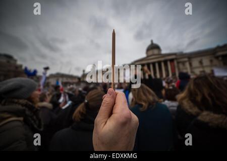London, UK. 11th Jan, 2015.  Tributes to Charlie Hebdo victims in Trafalgar Square Credit:  Guy Corbishley/Alamy - Stock Photo