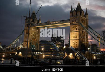 London Bridge tower England gerkin. credit: LEE RAMSDEN / ALAMY - Stock Photo