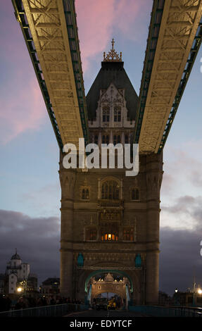 London Bridge tower England. credit: LEE RAMSDEN / ALAMY - Stock Photo